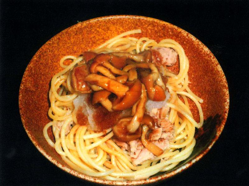 なめことツナのおろしスパゲッティ